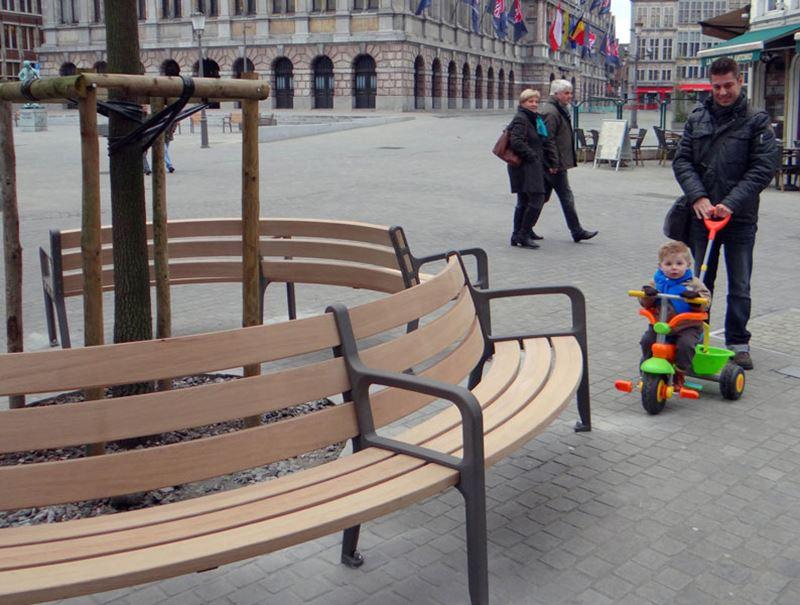 Round bench